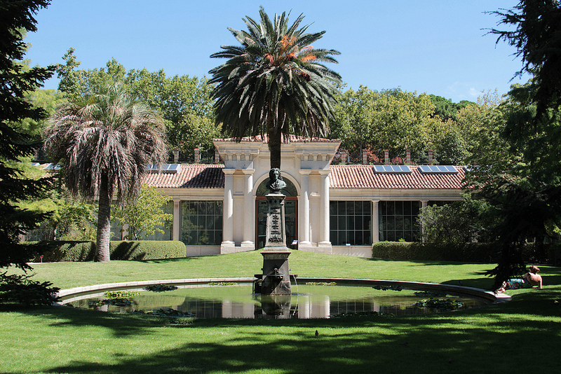 pond and building at royal botanial gardens madrid