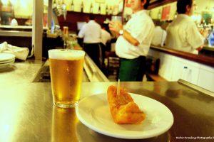 beer and tapa on bar