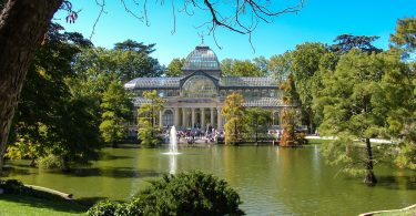 museum with lake and park in madrid