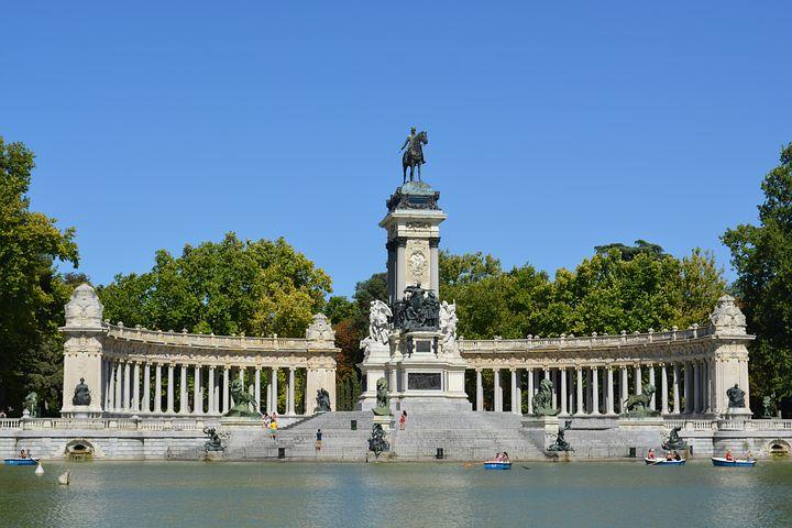 lake at buen retiro park in madrid