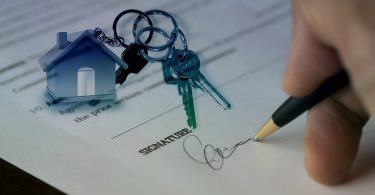 signing a contract and new house keys