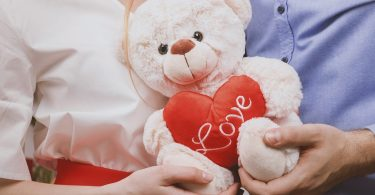 couple with teddy bear and red heart