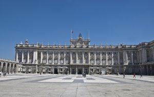 exterior palacio real in madrid