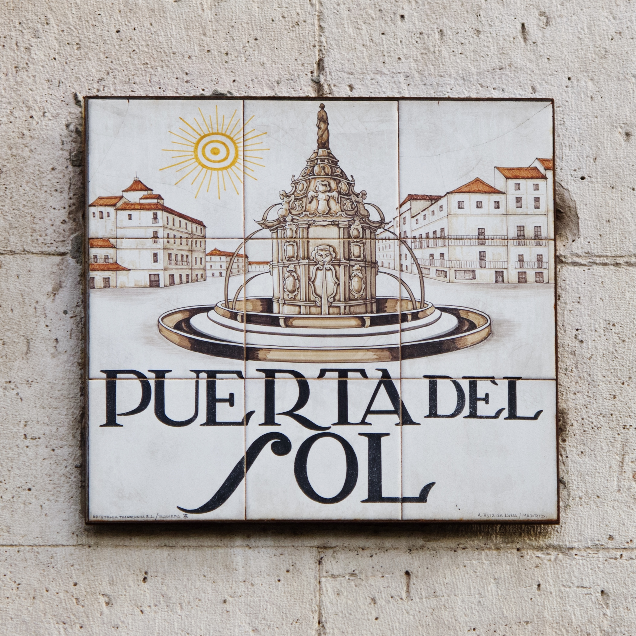Start your new year at madrid 39 s puerta del sol square for Puerta del so