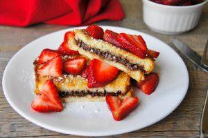brioche chocolat sandwich with strawberries