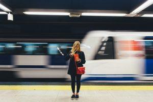 lady using public transport in madrid
