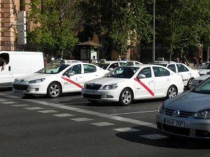 madrid taxis on street