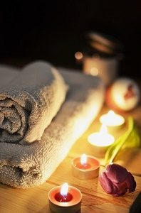 towels with candles and flower to relax at spa