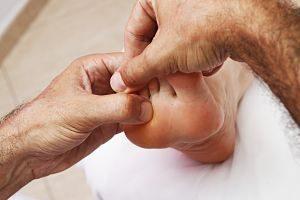 foot receiving massage