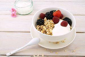 yoghurt with muesli and berries
