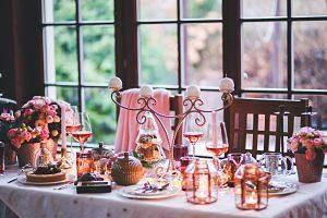 christmas set dinner table