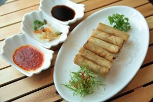 chinese spring rolls with 3 sauces