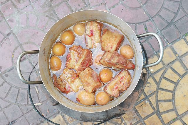 large pan with potatoes and meat