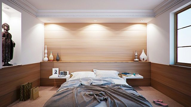 bedrooms with three lights on
